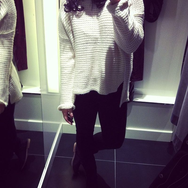 Shopping Day Ginatricot Dressroom mirror selfie me ootd black jeans bikerboots