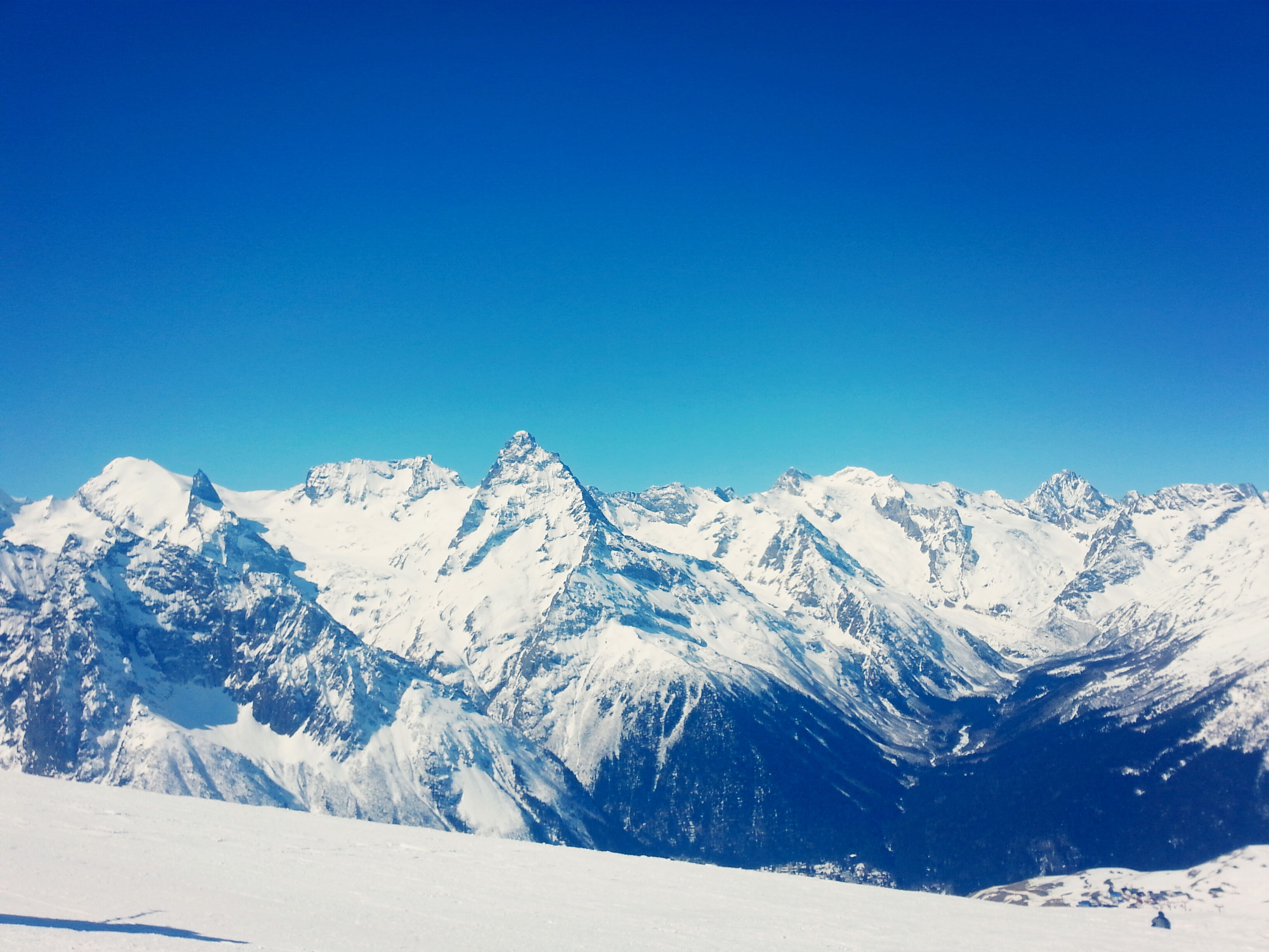 snow, winter, cold temperature, season, mountain, snowcapped mountain, clear sky, weather, tranquil scene, tranquility, scenics, blue, beauty in nature, covering, mountain range, landscape, copy space, nature, white color, frozen