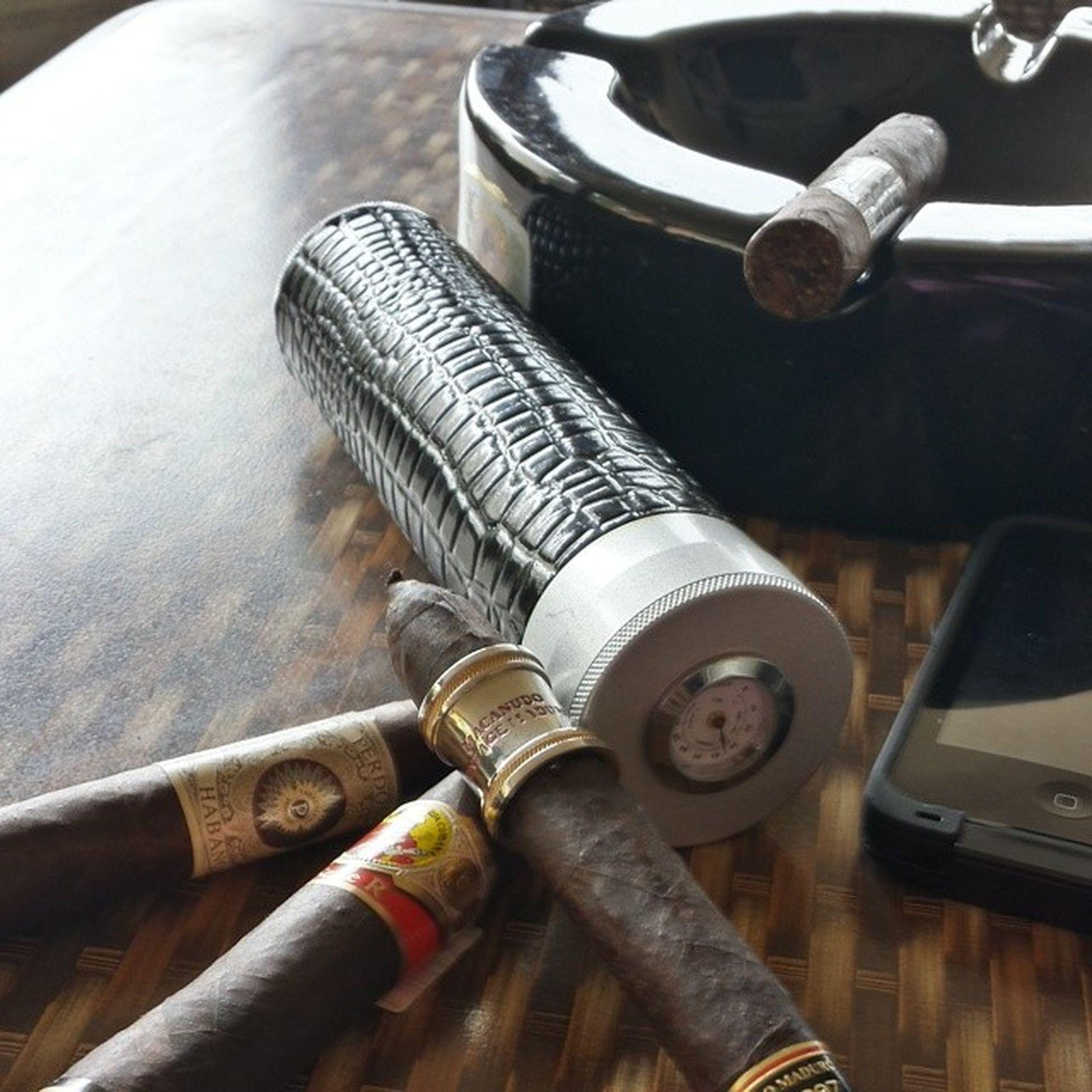 Travel essentials when im on the road Cigarmodel Cigarmodel Lagloria Rseries perdomo maduro macanudo