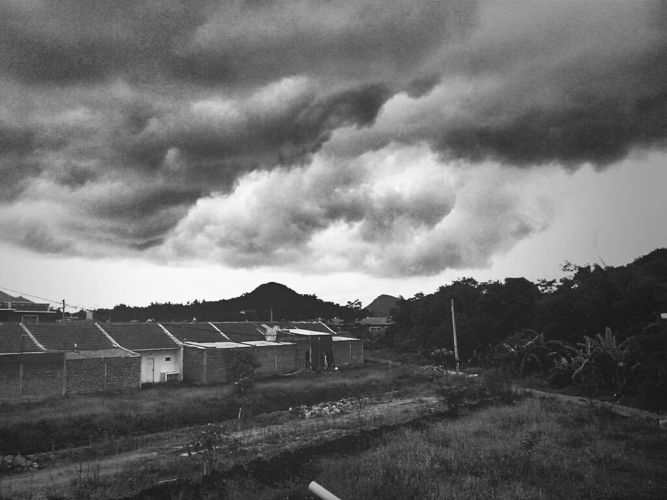 Black And White Clouds And Sky Gloomy