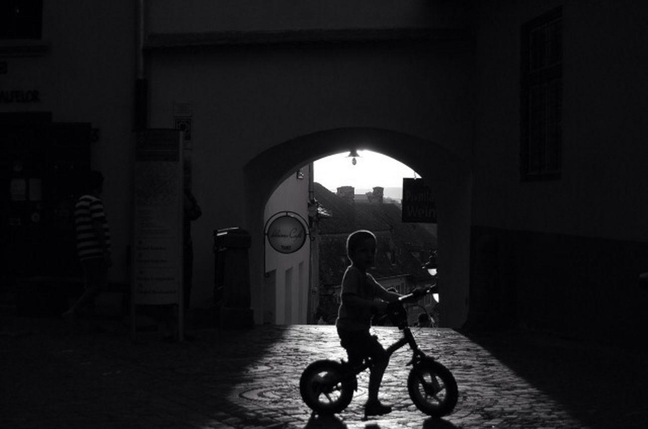 Light Blackandwhite Black And White Shadow Genginsapgan Gang_family Bw_love CyclingUnites