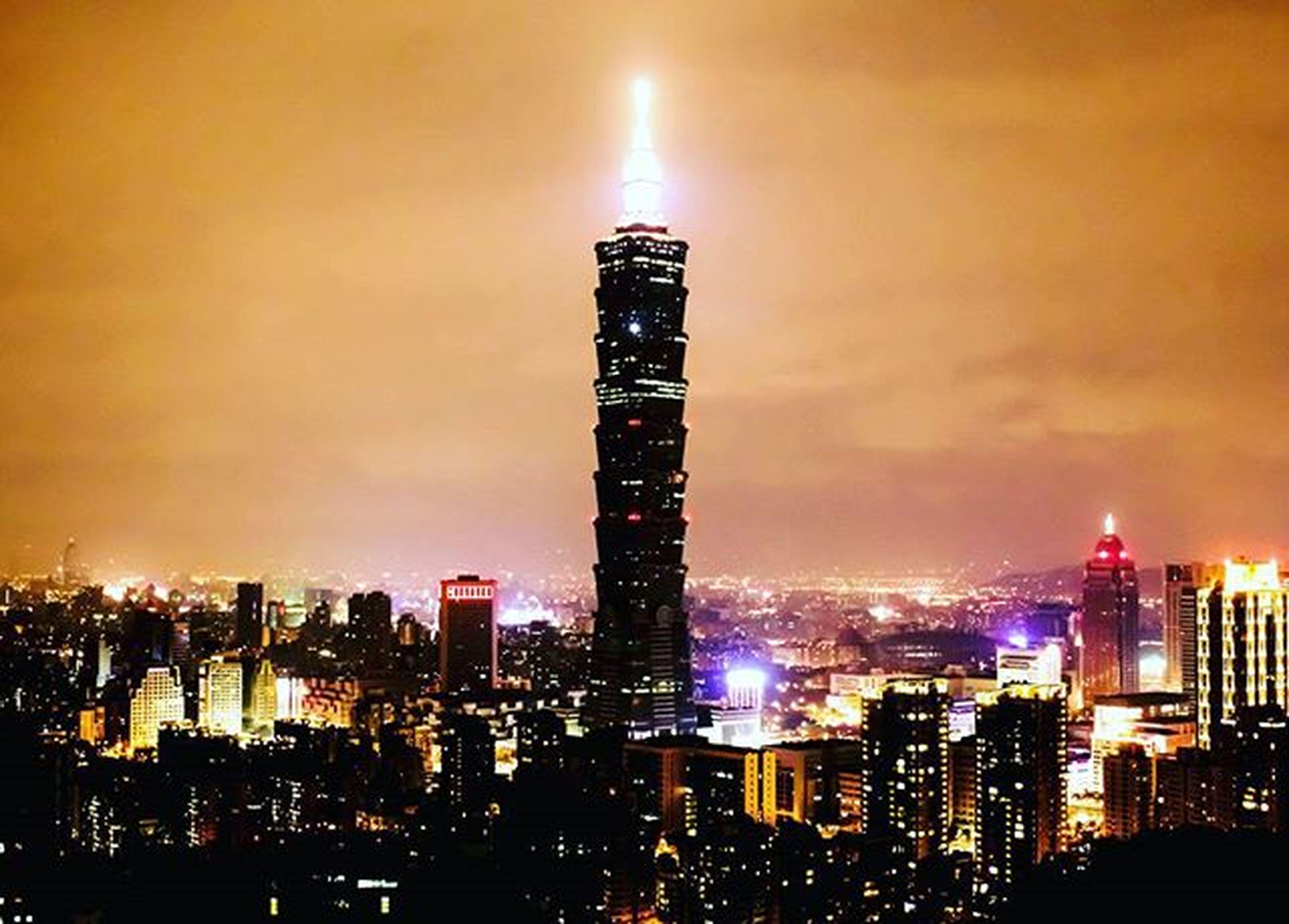 🌃 힘들게 올라가려고 하기 보다는, 그냥 바라보는 게 더 좋을 때도 있다. 대만 야경 타이베이 타이페이 Taipei Taiwan 타이페이101 타이베이101 Taipei101 샹산 샹산야경 대만야경 샹산전망대 Xiangshan 빈카메라 Bincamera