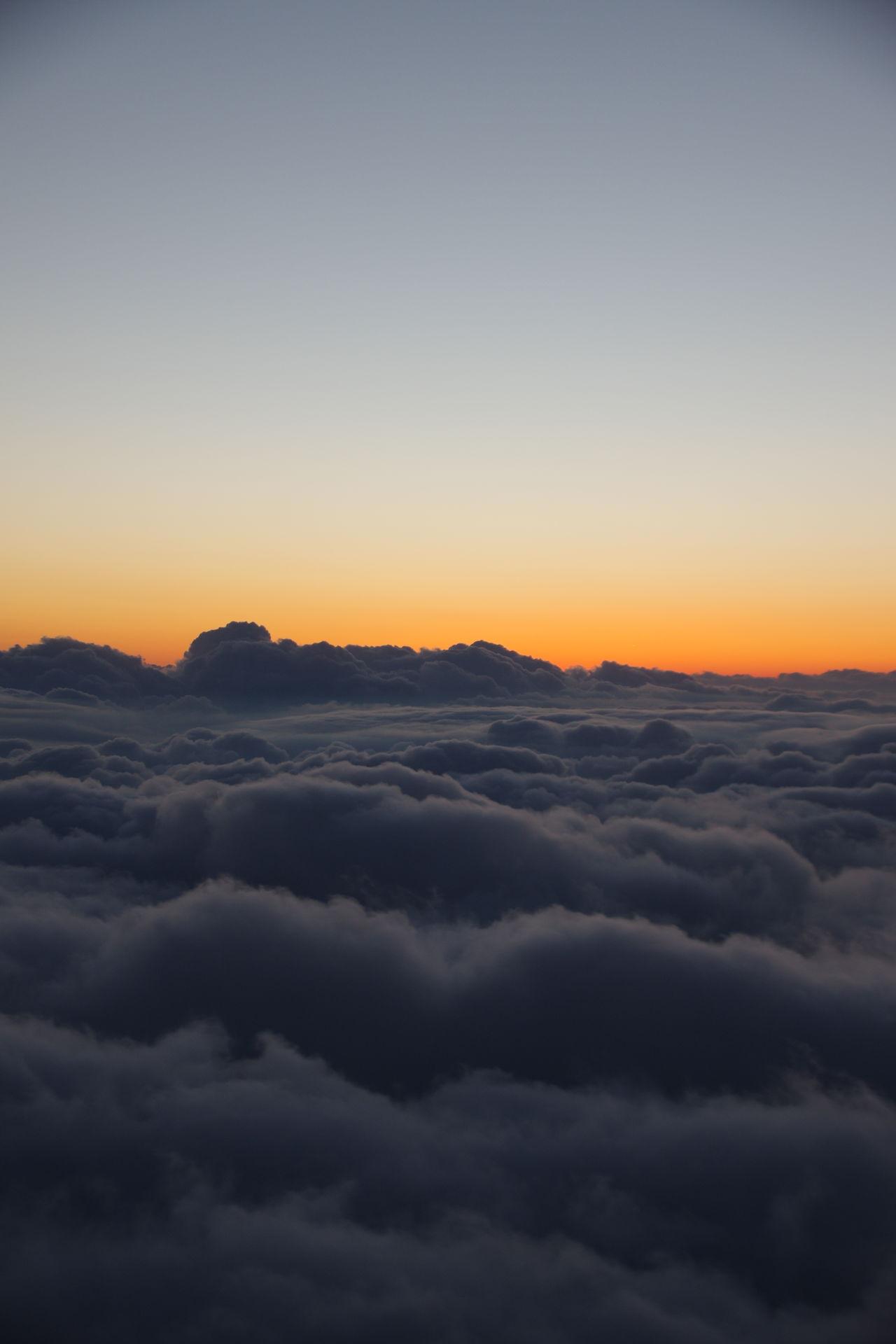 ソウル金浦から羽田へ / 서을 김포에서 도쿄에. Sunset Beauty In Nature Sky Travel Cloud - Sky No People 한국 서을 감포 비행기 일본 도쿄 하늘