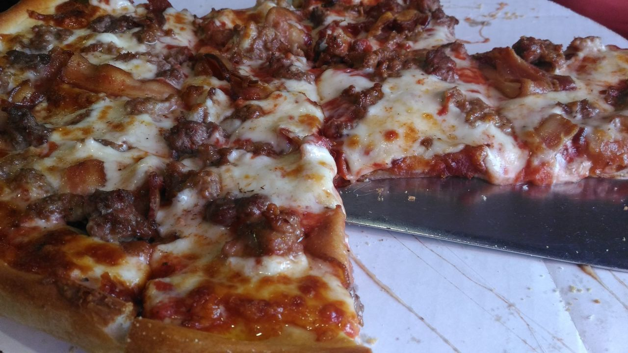 Pizza! With sausage, hamburg and Bacon. Food And Drink Freshness Food Close-up Ready-to-eat Temptation Meal No People Indulgence Indoors  Fast Food Pizza Pizza Time Pizza! Pizzaporn Pizzalover Eating Pizza Eating Pizza❤ Pizza Night