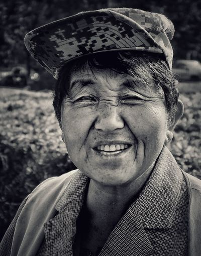 The Lovely Gardener Close-up Front View Headshot Person Mature Adult Street People And Places Street Photos😄📷🏫⛪🚒🚐🚲⚠ EyeEm Gallery China In My Eyes Eye4photography  Streetphotography Streetphoto_color BEIJING北京CHINA中国BEAUTY Looking At Camera HUMANITY Human Interest Portrait Of A Women Eye4photography  My Beijing 2016 Eye4photography  Beijing, China Woman Who Inspire You Woman Portrait