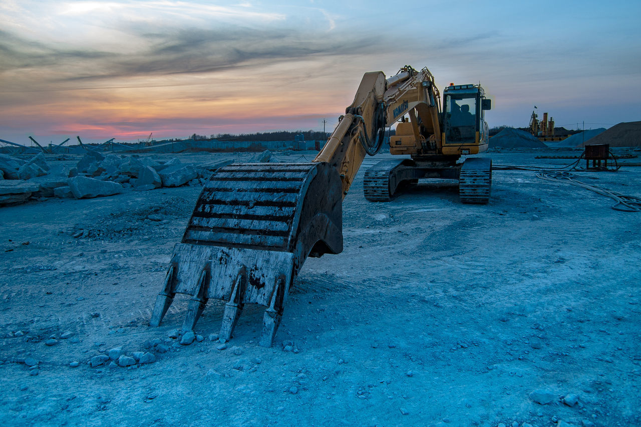 Excavator Extraction Industry Large Machinery Limestone Machinery Mehcanical Shovel Mining Industry No People Outdoors Quarry Sky Sunset ındustry