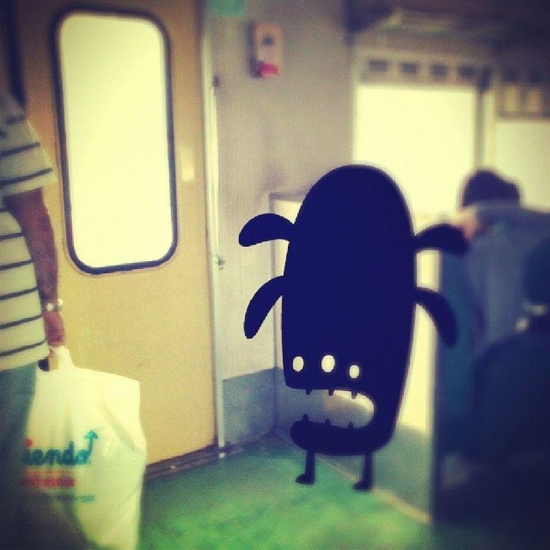 Los viajes en la Línea Urquiza son cada vez mas raros... Monsters Monstruo Foto Photo tren fun funy
