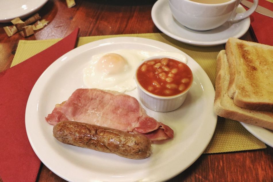 Plate Food And Drink Food Indoors  Breakfast English Breakfast Baked Beans Ready-to-eat Bread Table Egg No People Freshness Meat Serving Size Bacon Healthy Eating Sausage Fried Egg Toasted Bread EyeEmNewHere London Travel United Kingdom English Breakfast My first ever authentic English Breakfast in England!