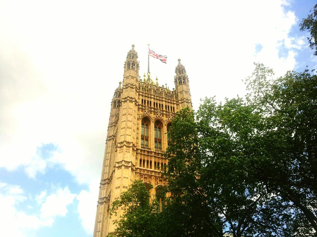 Westminster Cloud - Sky Low Angle View Sky Tower Tree Government Authority Politics And Government Politics No People Architecture History Clock Travel Destinations Clock Tower Business Finance And Industry Outdoors Time Day Nature House Of Parliament London House Of Parliament🏰