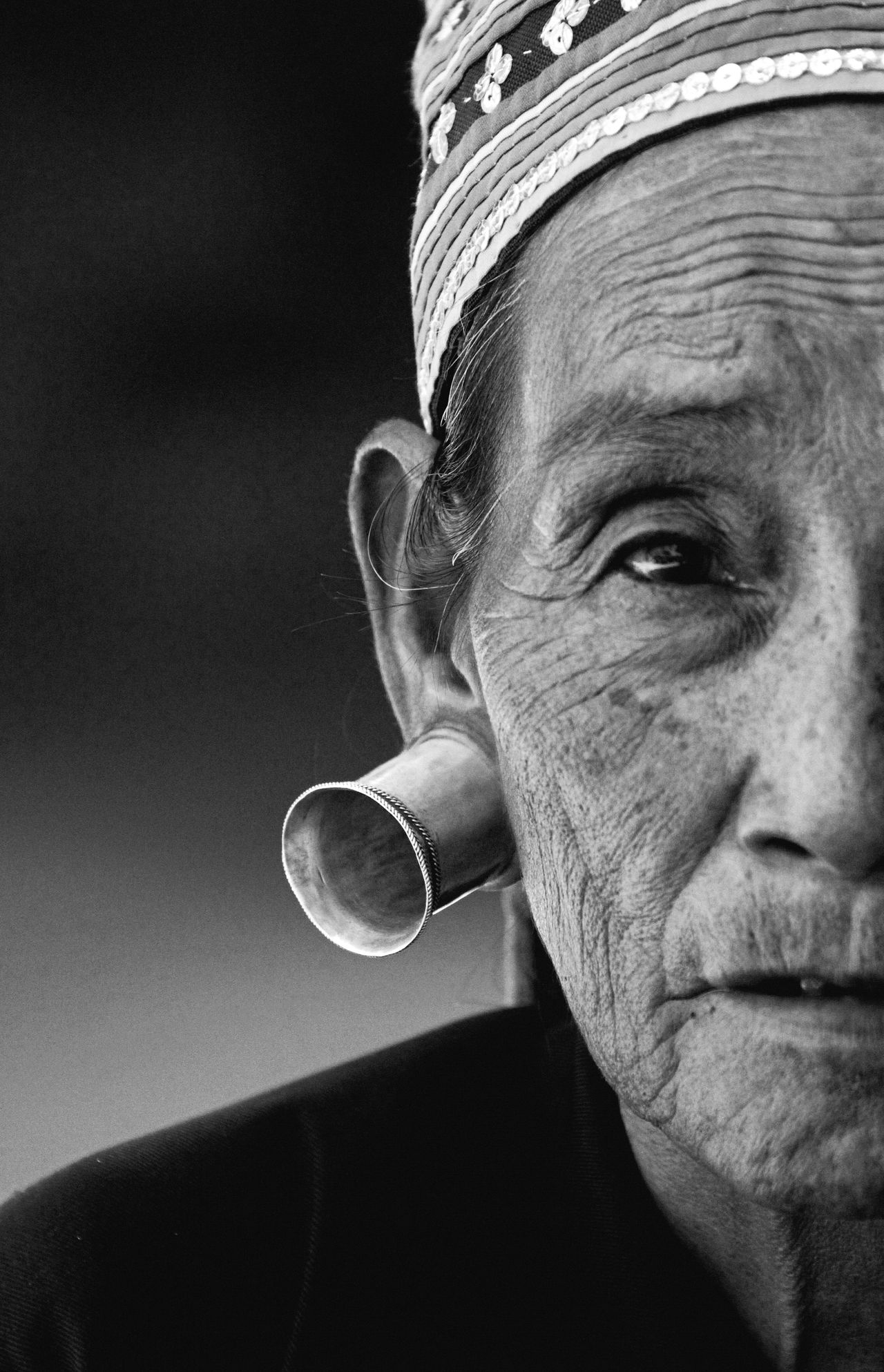 Portrait Headshot Looking At Camera One Person Close-up Woman Traditional Culture Traditional Clothing Hat People Outdoors Day Adult Portrait Of A Woman Portraits Black And White Monochrome EyeEm Best Shots Check This Out Elderly Earings Tunnel Focus On Foreground in Long Neck Village , Thailand