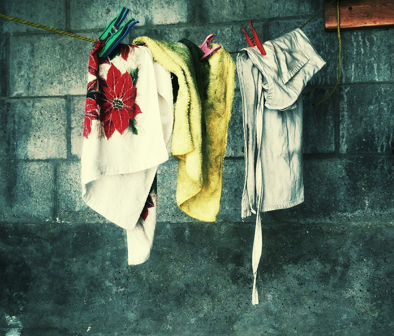 hanging, clothing, clothesline, laundry, drying, no people, day, clothespin, cloth, outdoors