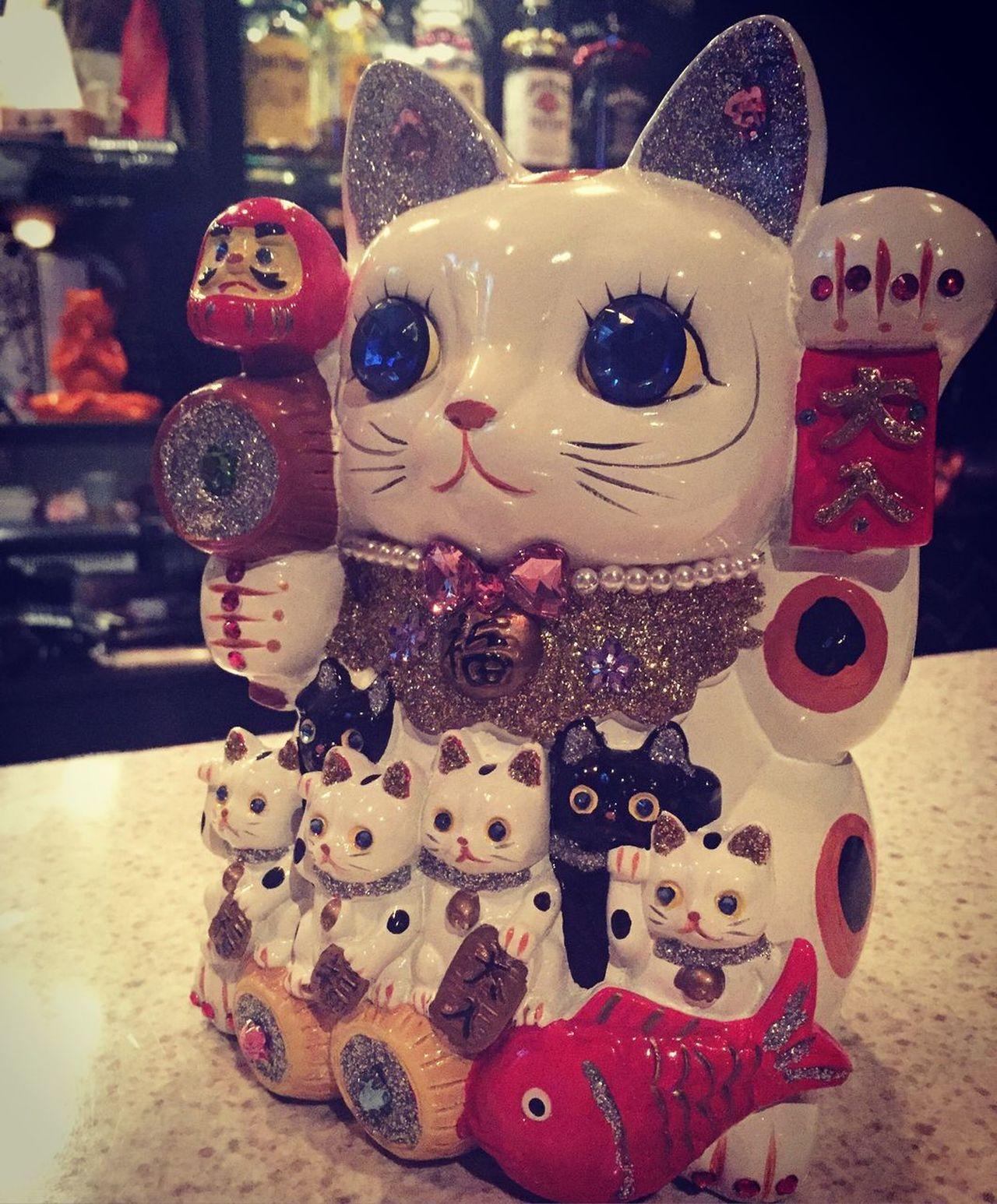 Cat Katze Glitter Decoration Manekineko 招き猫 Neko Meow KAWAII Japanese  Charm Glück Happy Luckycharm Lucky Kyoto Drunk Funnight Einsam Alleine Alone Jewelry Japan Welcome Willkommen