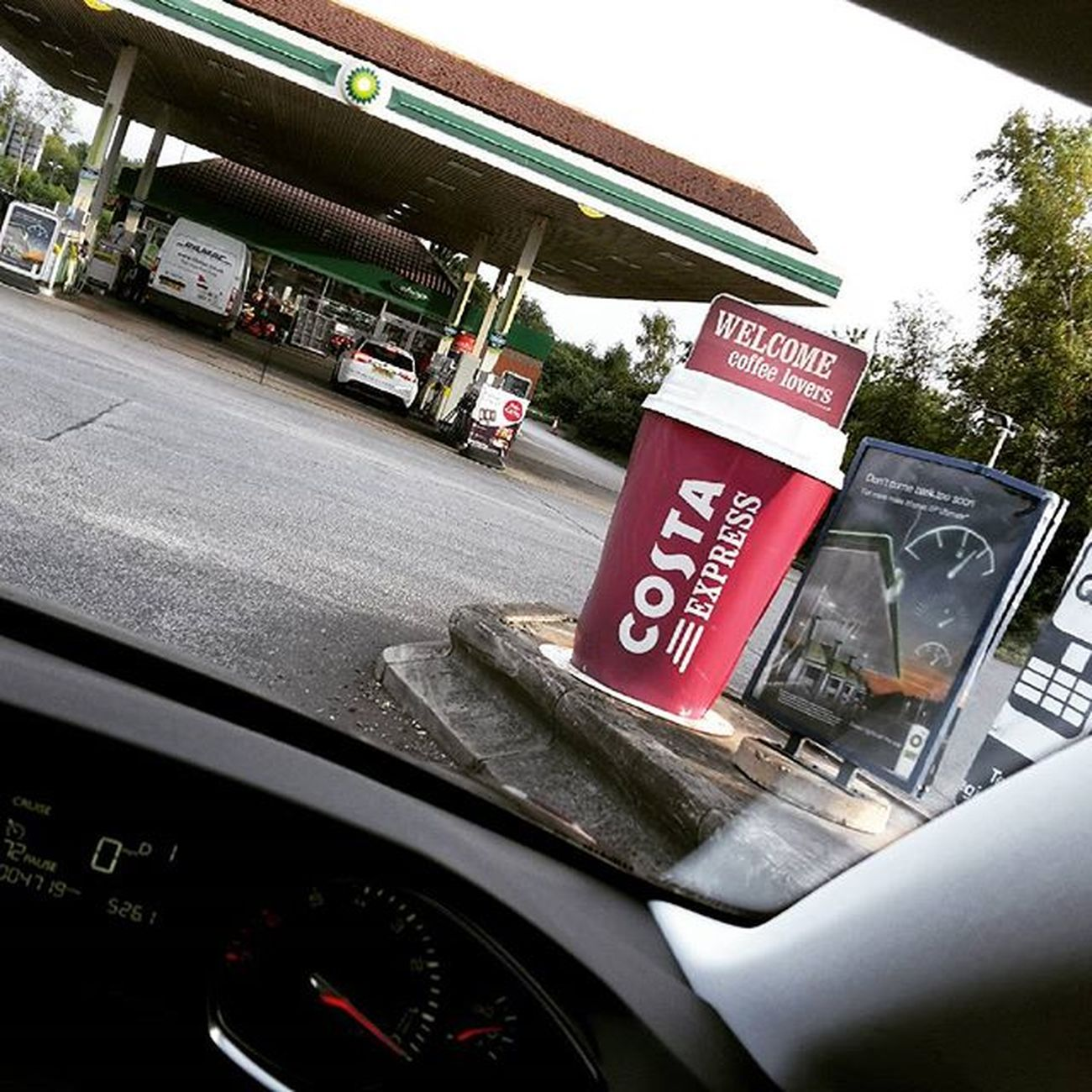 Why am I thinking of you, seeing that entrance of the petrol station? ;-) @elenamazur