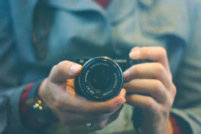 A6000 Adult Bokeh Bokeh Photography Bokehlicious Close-up Depth Of Field Gear Hands Holding Human Body Part Low Contrast Mirror One Person Pentacon Pentacon 50mm 1.8 Person Photographer Photography Real People Reflection Retro Sonyalpha Vintage Vintage Lens