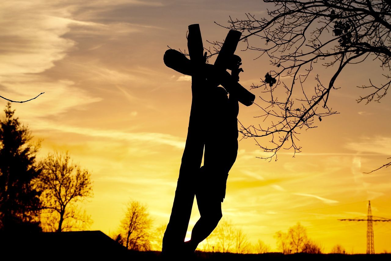 sunset, silhouette, sky, orange color, cloud - sky, one person, scarecrow, tree, outdoors, low angle view, real people, nature, men, beauty in nature, day, people