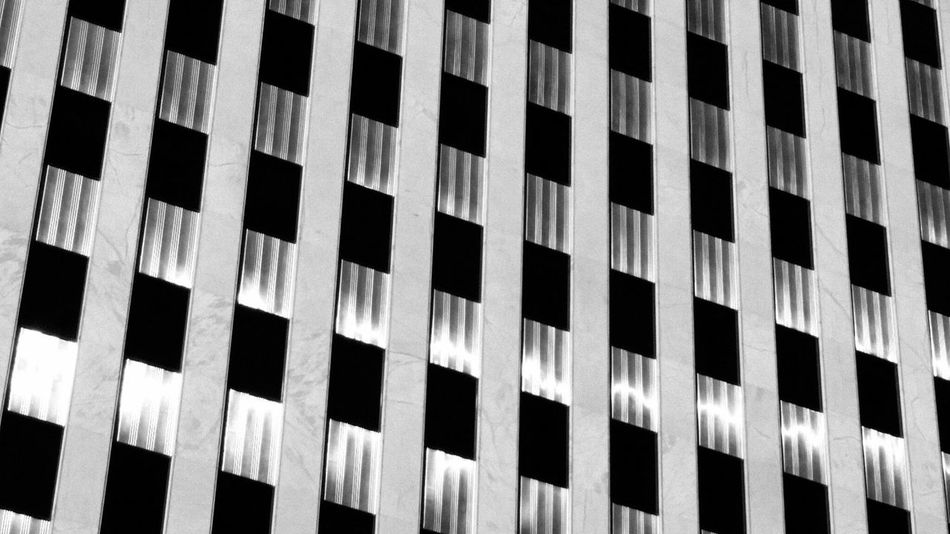 Another cool pattern I saw on a building in Westwood Village Westwood Westwoodvillage Architecture ArchiTexture Lines Patterns Pattern Architecturephotography Architecture_collection Architecturephoto Pattern Pieces Architecture_bw