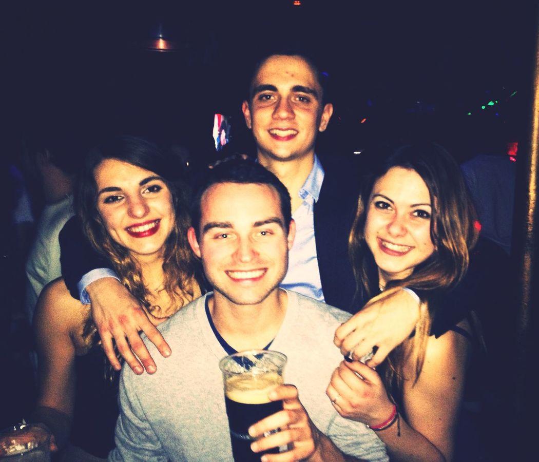 ? Paris La Nuit Night Out Partying Dance Friends Drinks