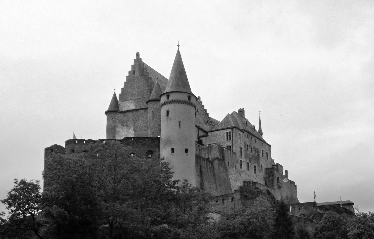 Architecture Black And White Black And White Photography Blackandwhite Building Exterior Built Structure Castle Castle View  Defensive Structure Historical Building Historical Monuments Historical Place Historical Sights History Interesting Places Low Angle View Luxembourg Luxembourg_Collection Outdoors Sightseeing Sky Travel Destinations Vianden Vianden Castle