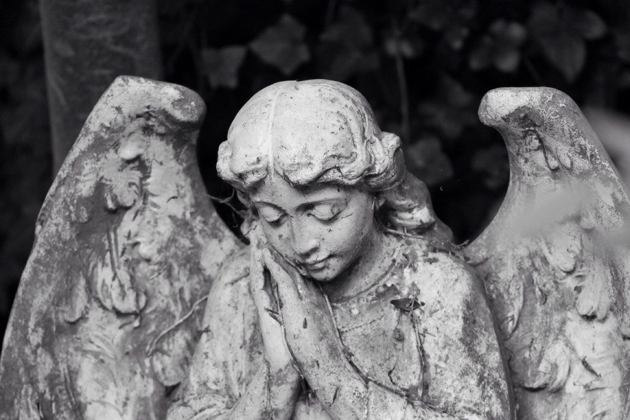 Statue Sculpture Outdoors History Day Close-up No People Black & White Creative Photography Graveyard Beauty Churchyard Canonphotography Burial Ground South West London Canon Graveyard Tombstone Cemetery