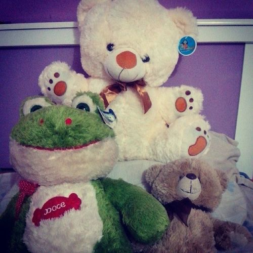 Dormir com meus bebês que o Meuamado me deu .. Hehehe agr com mais um na área Sapao Duque Baunilha ♥ amo ursinhos awn *-*