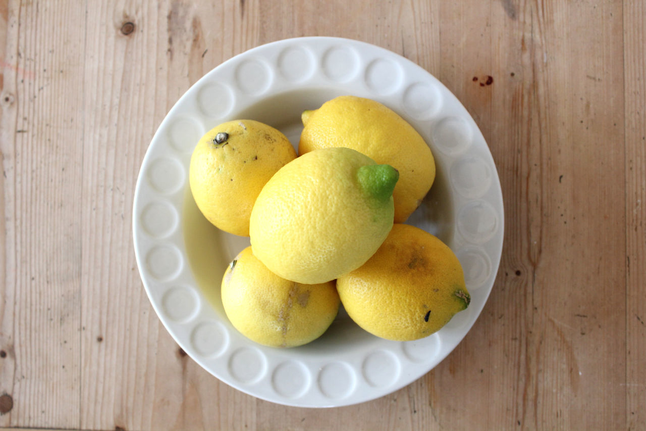 Directly Above Shot Of Lemons On Plate On Table