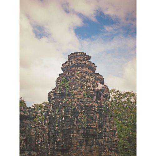 Looking beyond/angkor wat Adventure Cambodia Angkorwat