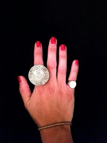 [Quando la sobrietà è a portata di mano] Lasobrietà Sobriety  Rings Ring Hand Handandrings Anello Anelli Anellodelpotere Powerring