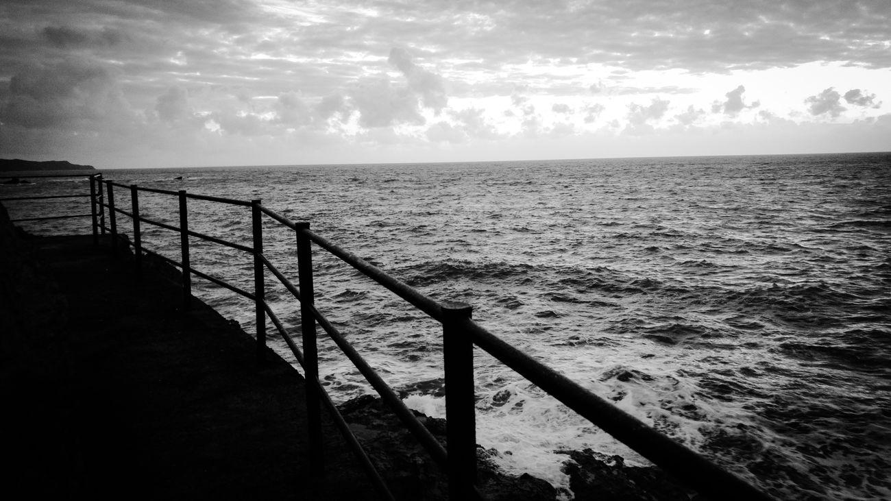 Ocean Walking Around Taking Photos Evening Narrowpath Living Dangerously Hightide Atlantic Ocean