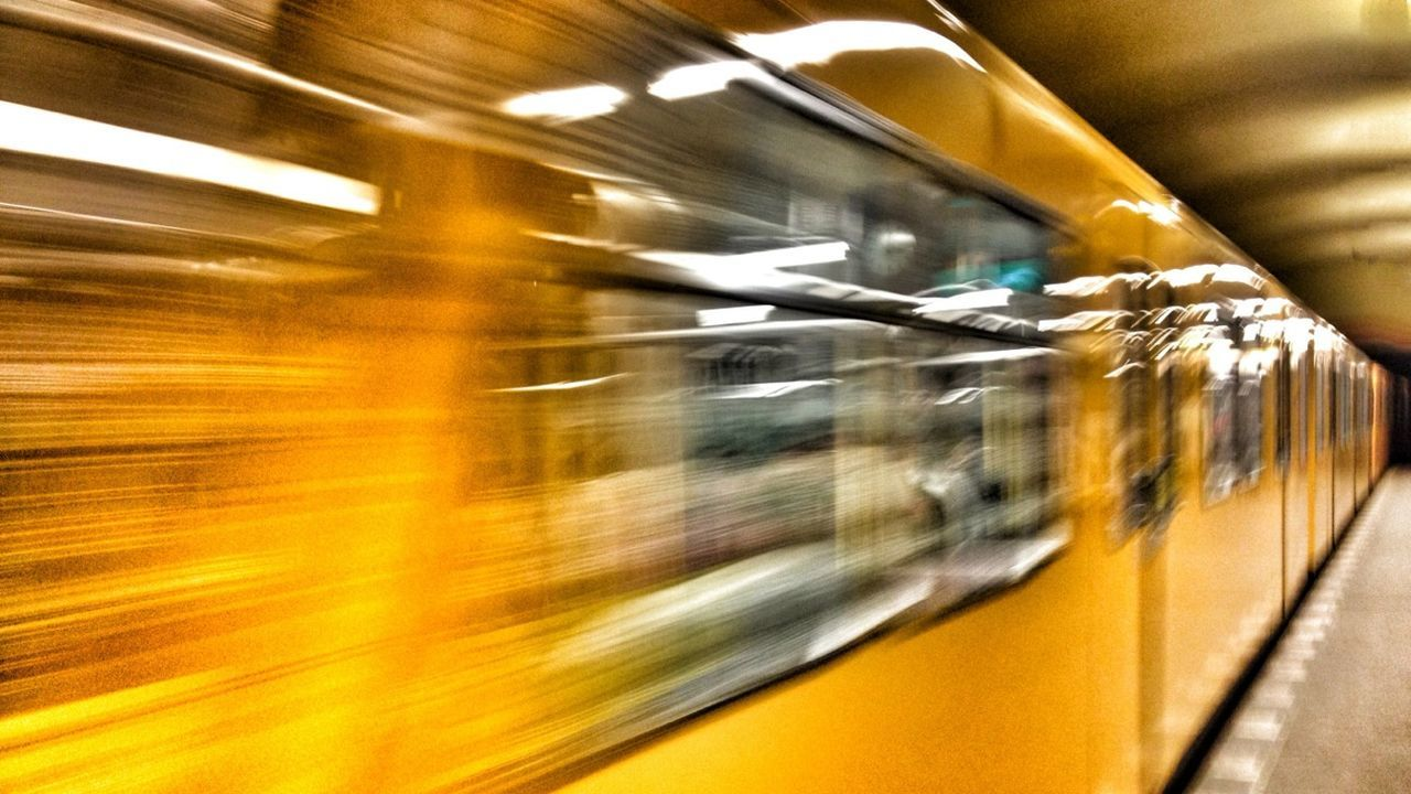 Public Transportation öpnv AMPt - Vanishing Point Mensch Meier