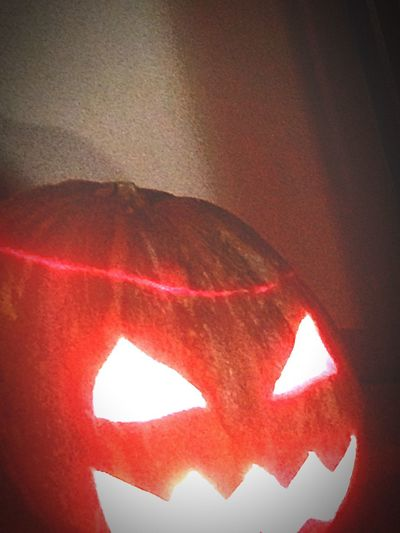 It defends my house and all in the world. Halloween Pumpkins Houses Fuoco Fire Strange No People No Humans Not Strange To Me Mod-photo
