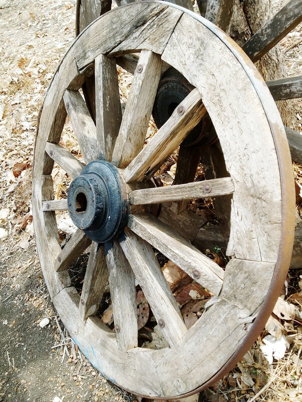 wheel, wagon wheel, circle, wood - material, day, damaged, no people, old-fashioned, outdoors, spoke, watermill, close-up