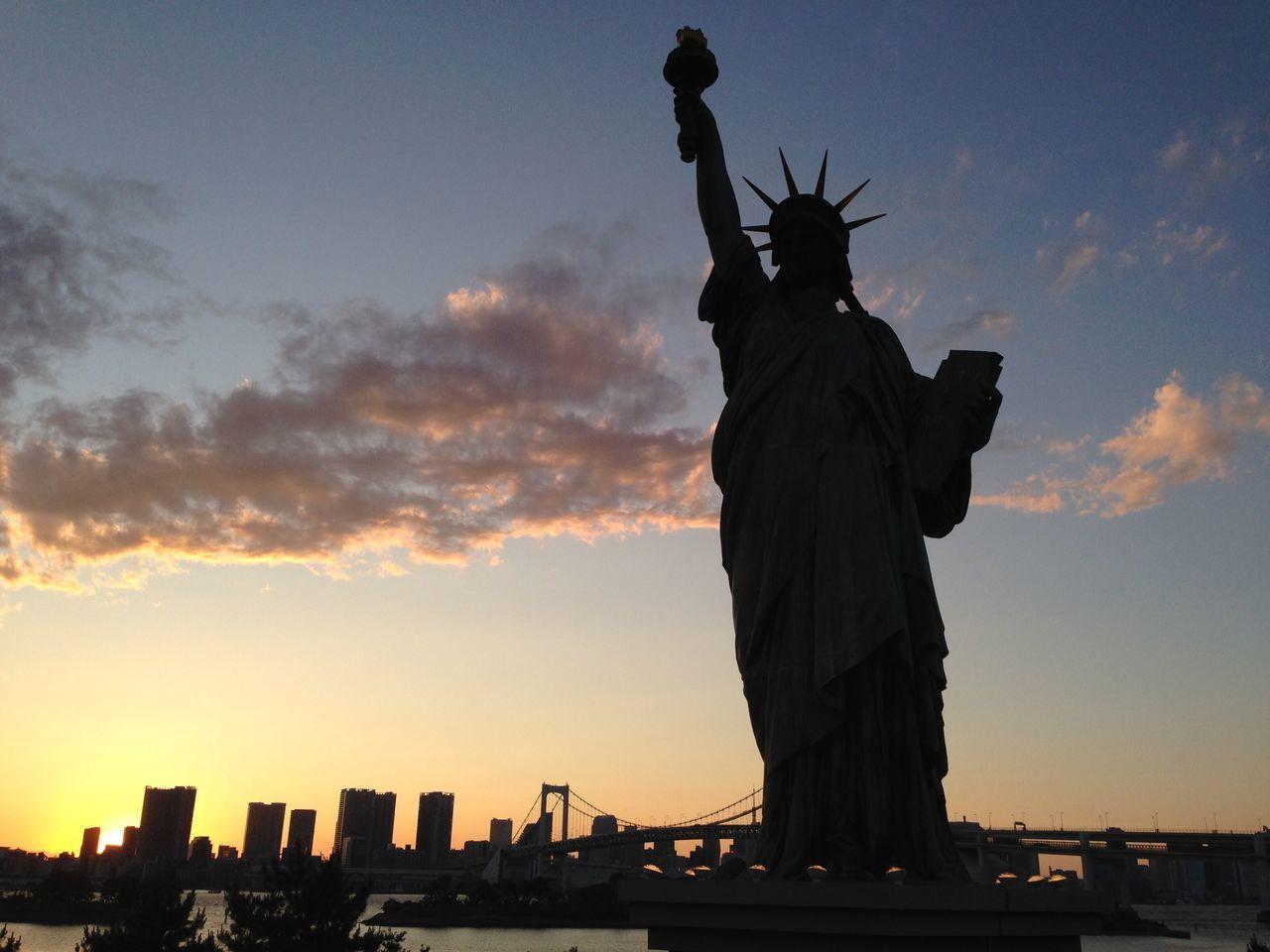 New York or ... Tokyo? Statue Travel Destinations Sunset Silhouette Tokyo Tokyo Bay Liberty Statue Japan