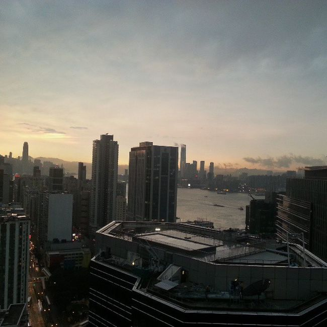 What Thunderstorm warning? Nofilter Skyporn Goldenhour redfusehk redfuse