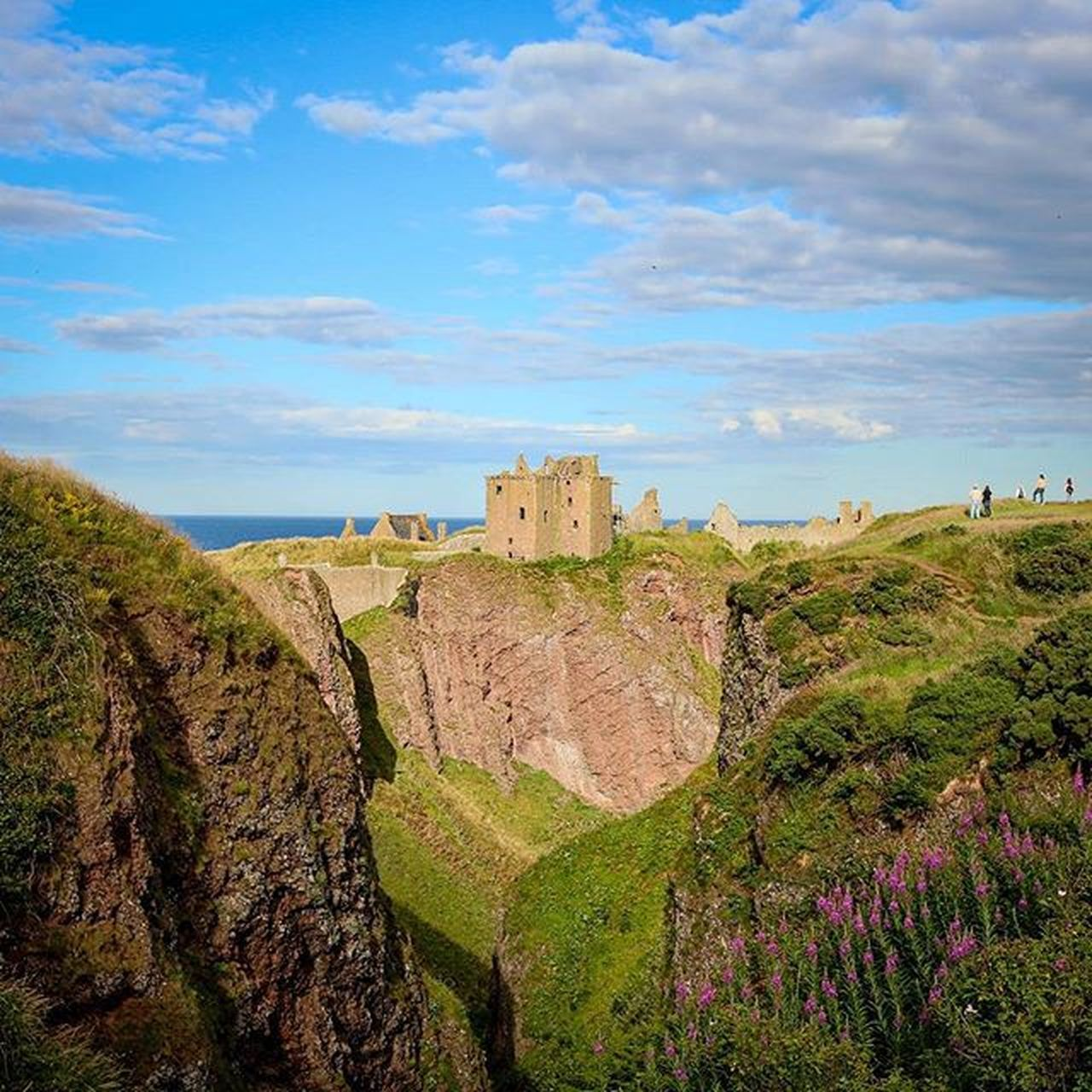history, architecture, fort, castle, built structure, rock - object, sky, travel destinations, ancient, day, old ruin, building exterior, nature, scenics, cliff, outdoors, ancient civilization, no people, beauty in nature