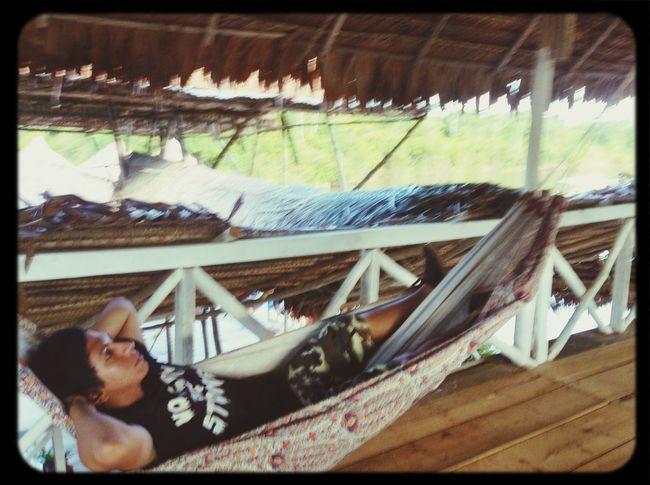 Descanzando a orillas del río Amazonas