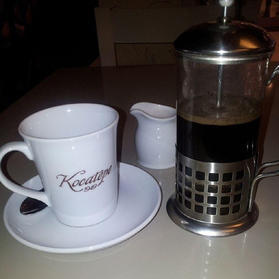 Kahve keyfı... Kahve Coffee Kombin Mutfakesyalarım handmade alışverış tepsi ayna mutfak takım trend fincan home istanbul cupcake kavanoz decoratıon porselen keyif çerceve ev huzur vintage coffeetime coffeeoftheday kitapkurdu pazar çikolata love abajur