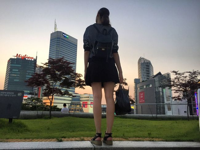 Girl Girlandsunset Sunset City Sunsetinthecity Girlwithbag Long Legs Legs Korea Summer