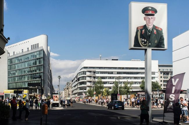 Checkpoint Charlie Berlin Checkpointcharlie City Street EyeEm Best Shots Eyeemphoto Streetphotography Social Photography Travel Destinations DDR Germany Getty Images