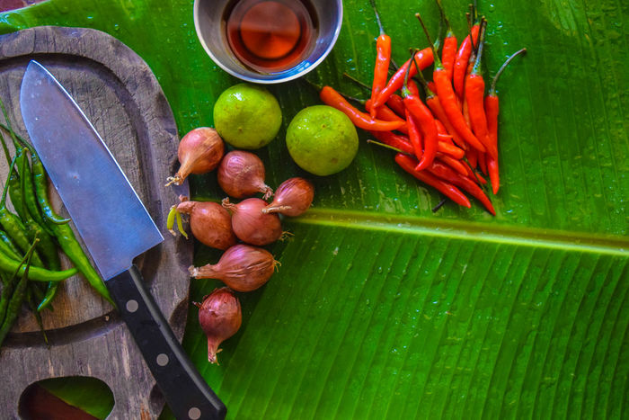 Thailand garnish เครื่องครัวไทย Bowl Close-up Day Food Freshness Green Color Healthy Eating Large Group Of Objects No People Vegetable น้ำปลา พริก มะนาว มีด หัวหอมทอด ใบตอง