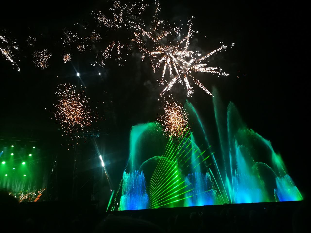 Night Arts Culture And Entertainment Illuminated Green Color Celebration Outdoors Water Projection On Water Wall Lasershow Water Fountain Jet D'eau Projection Sur Mur D'eau Festival Feu D'artifices