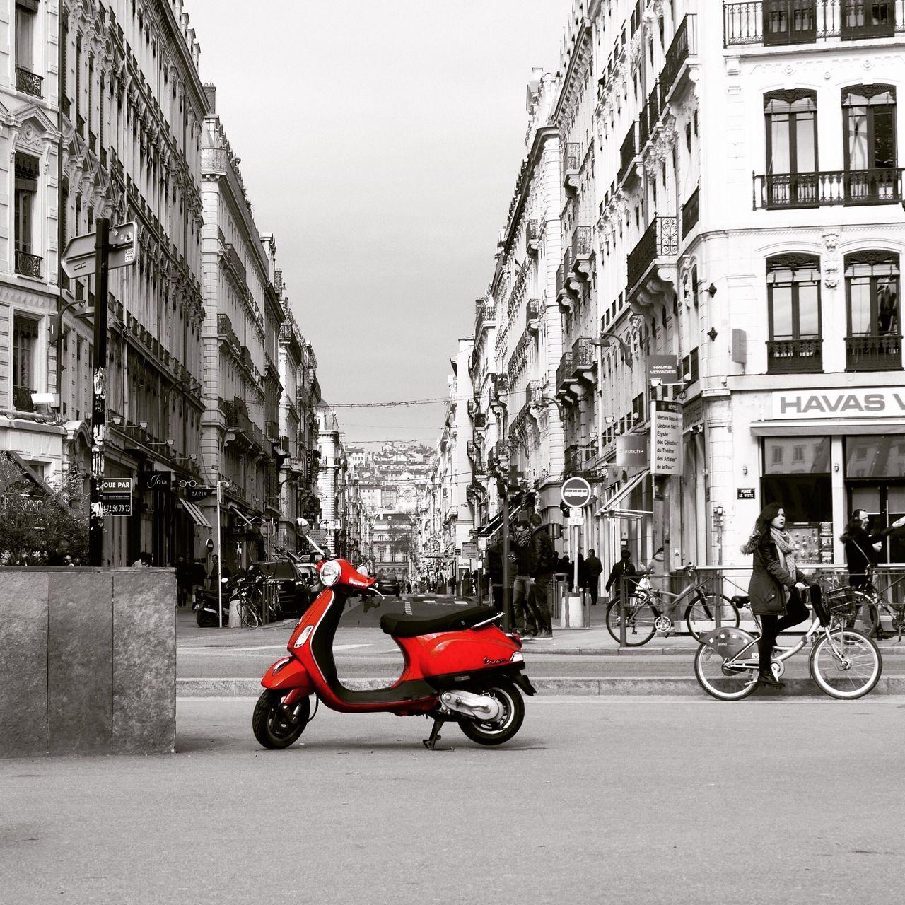 Afternoon drive Onlylyon Streetlife Redspot Eyecatcher Streetsoflyon Driveme Lonely Objects Redandgrey Lyonbellecourt