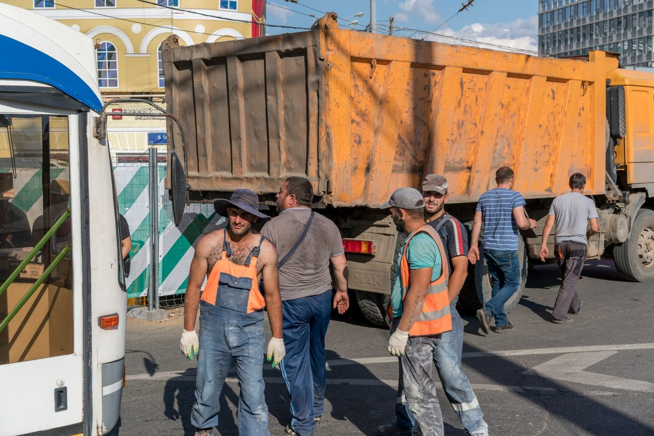 Moscow Workers Adult Adults Only Building Exterior City Day Full Length Men Outdoors People Real People Standing Togetherness
