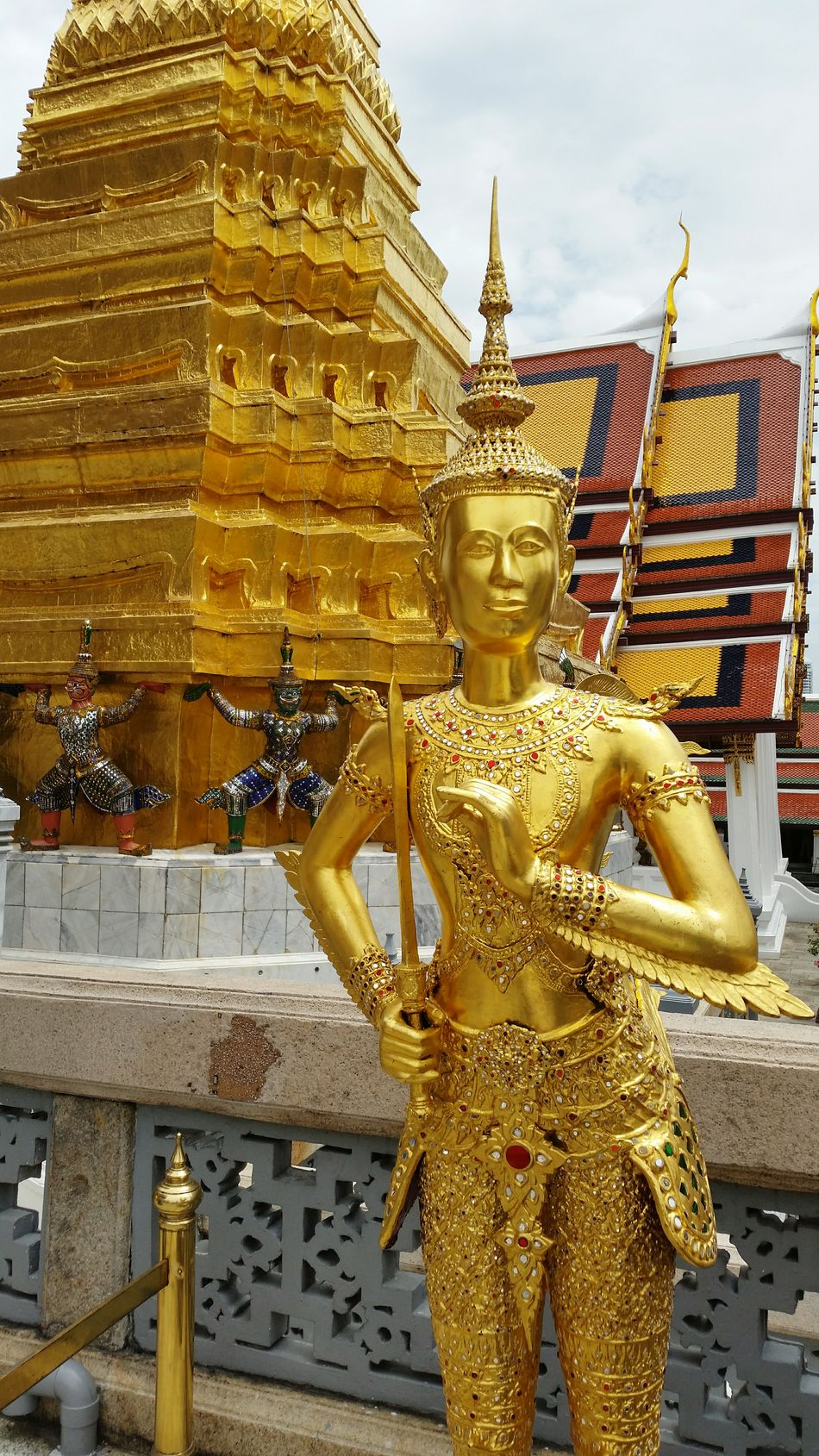 Thai guardians of Heaven always fascinated me. Check This Out Throwback Thailand Amazing Architecture Paradise Hanging Out Cheese! Temple Blue Sky Gold Statue Sunny Day No Filter Spotted In Thailand