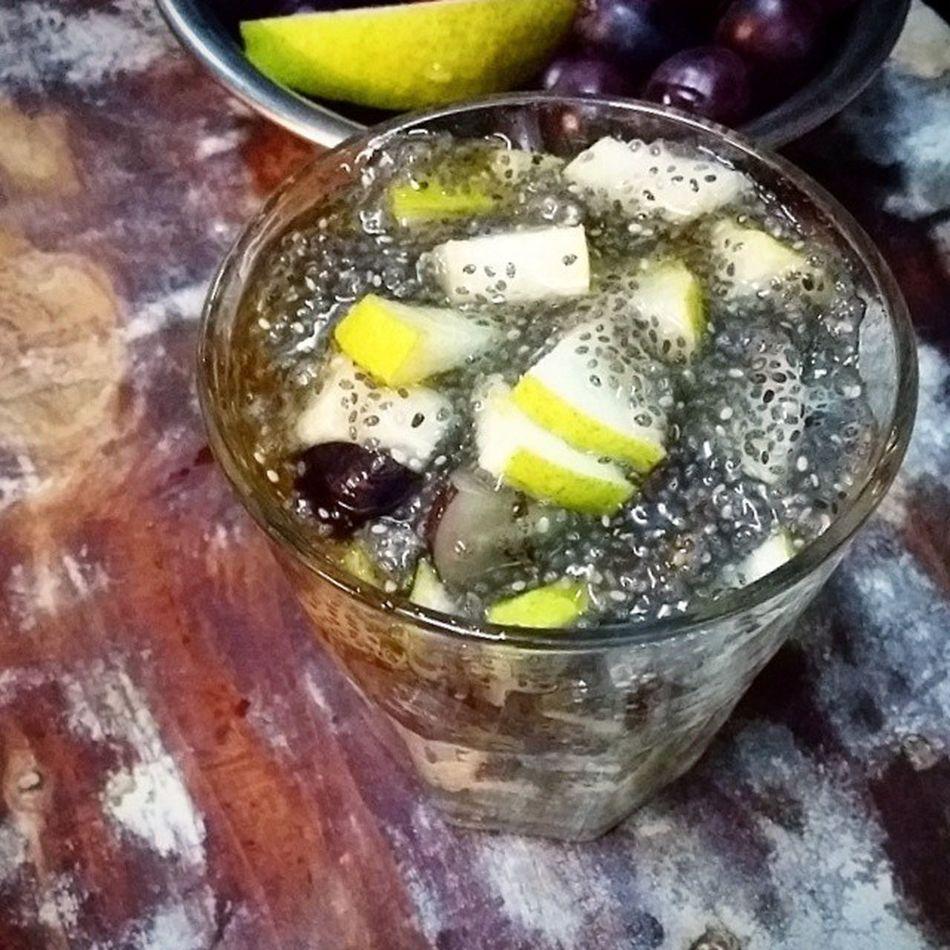 Late night snack. Grapes, pear, chiaseed, honey. Eatclean Healthysnacks Healthydessert Instafood fruit foodgasmfest foodporn