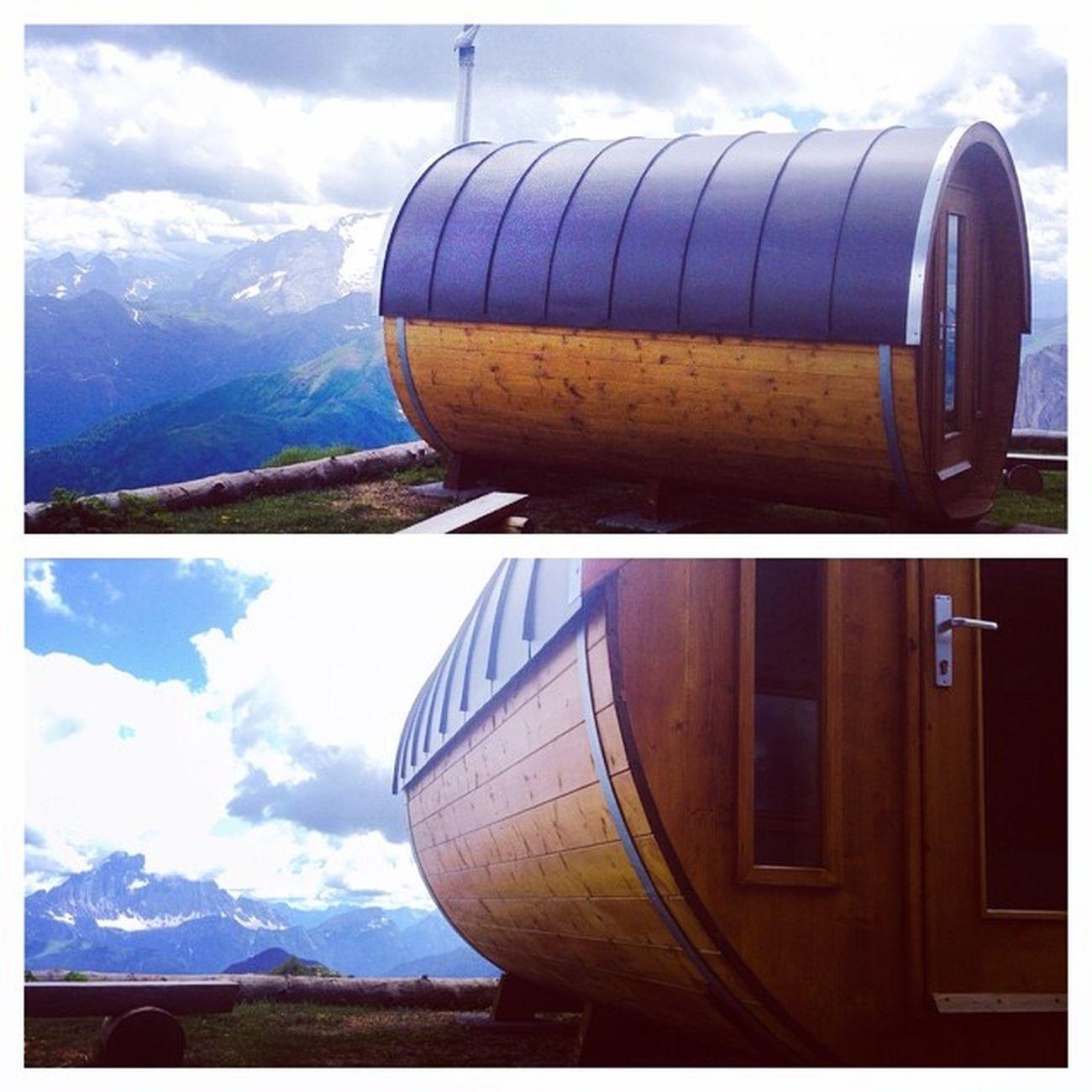 La #sauna più in quota di tutte le #dolomiti è al #lagazuoi! Aperta solo su richiesta #lifelessordinary #lifeisbeautiful #wellness #alps #alpi #iphonography #instalife #webstapick #meshpics