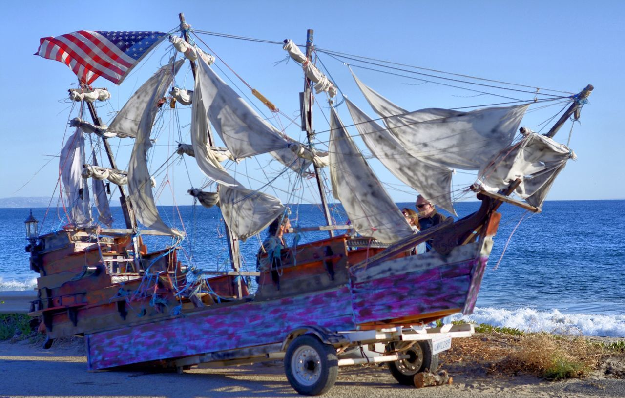 Aaaarrrrgggghhh! Pirate trailers on the High Ways!!!! Check This Out Taking Photos Pirateship  Sailboat Trailer Eye4photography