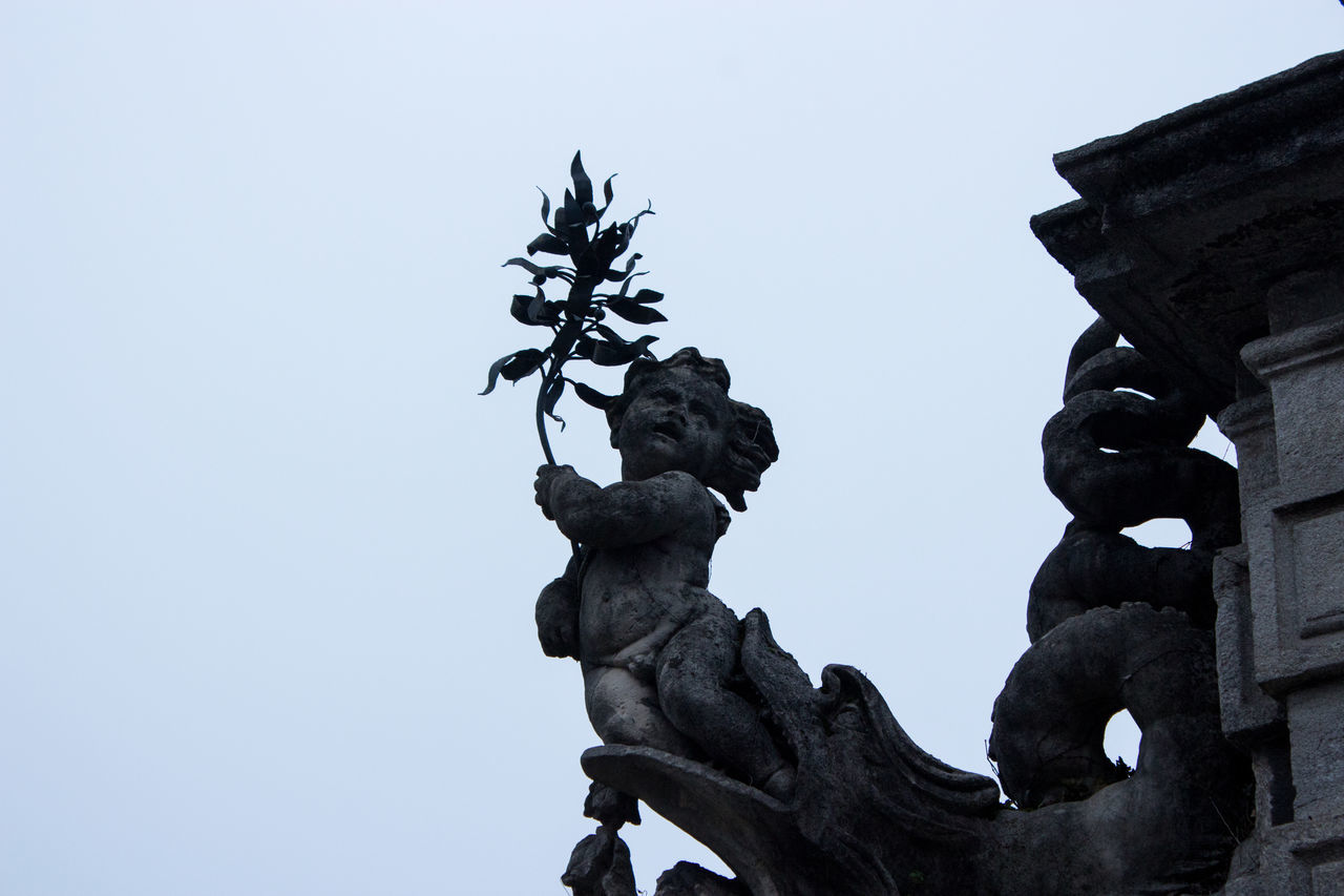 Contrast Foggy Low Angle View No People Putto Sculpture Sky Statue