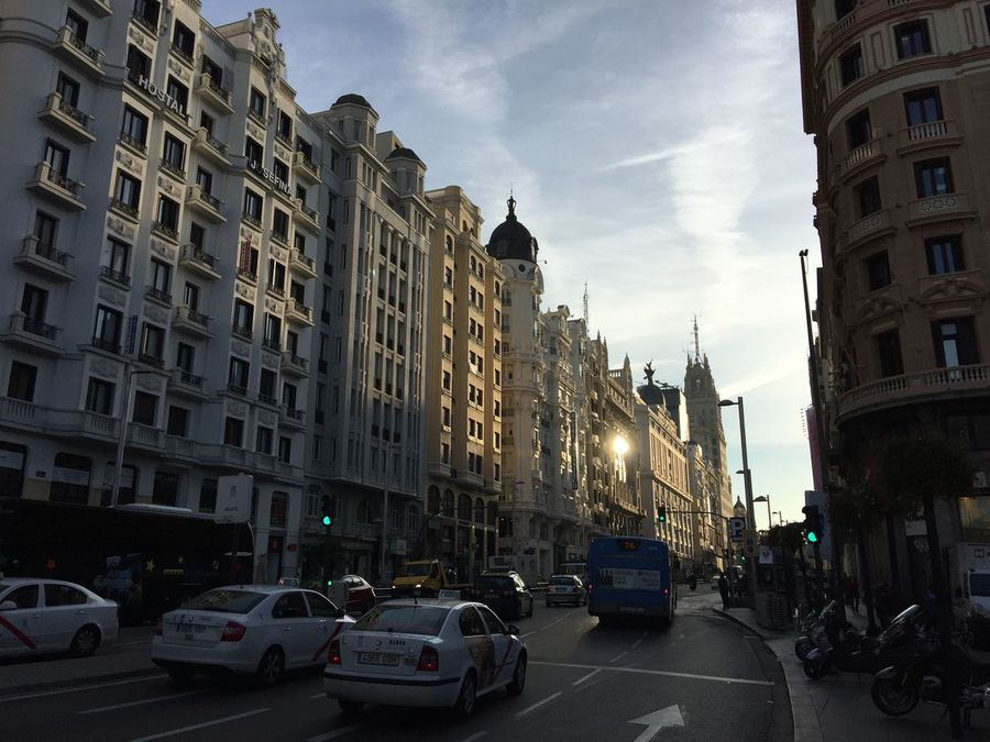 Madrid,Gran Vía. Check This Out Hanging Out Hello World Taking Photos Enjoying Life Tráfico Trafic Cars IPhone 6 S Plus IPhone Streetphotography Arquitecture Edificios Taking Photos Plaza De Callao Check This Out
