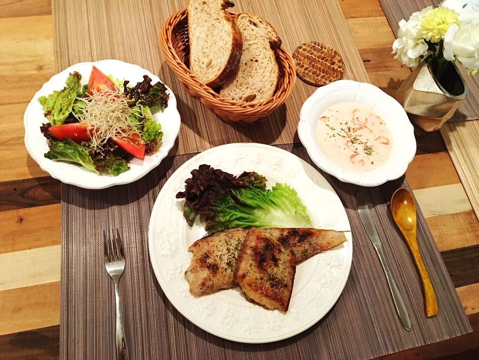 Today's Dinner 舌平目のソテー ちりめん昆布サラダ 春キャベツと桜海老のクリームスープ バゲット Sole Saute Salad Spring Cabbage And Sakuraebi Cream Soup Baguette Healthy Eating Ready-to-eat SoDelicious Indoors  Foodporn Food Porn