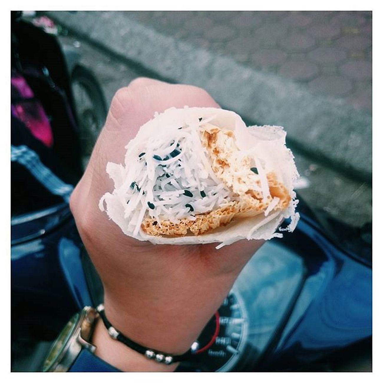Lâu lắm rồi mới được ăn lại cái món quà vặt này 😄😄😄 Ôi nhớ tuổi thơ 😻😻😻 Lozi Lozihn Lozihanoi Foodyhanoi Zizohanoi Foodporn Foodstagram Instafood Foodie Susfoodtrip Yummy Memory Bobiangot